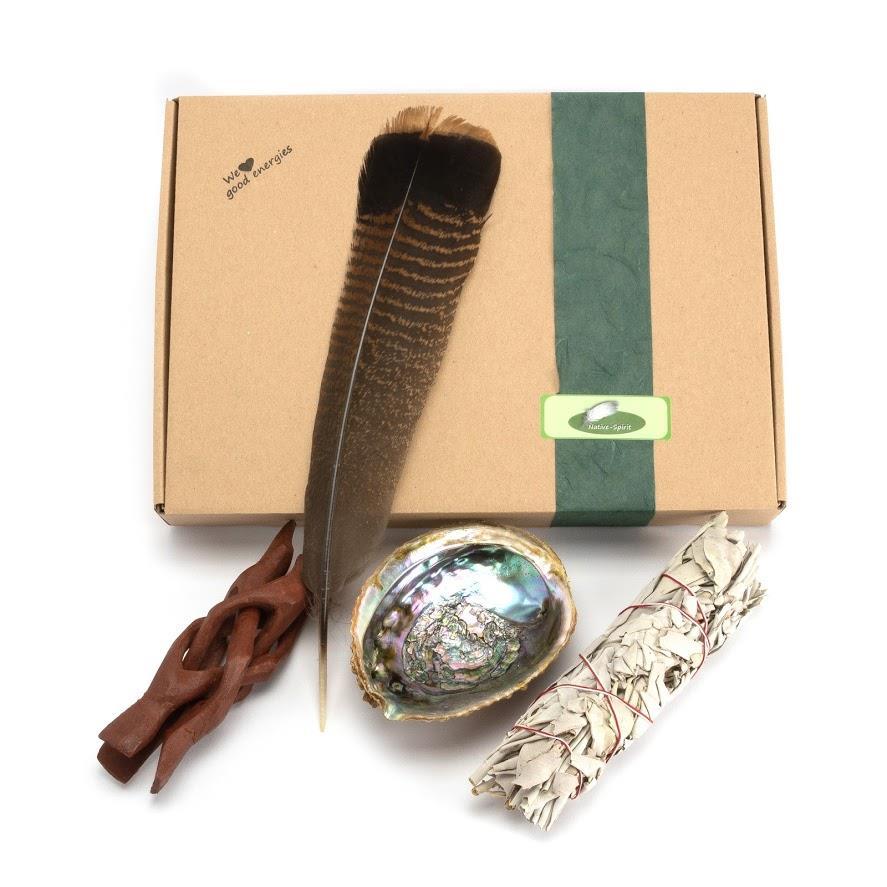 Großes Räucherset: XL-Räucherstab Weißer Salbei, Abalone als Gefäß mit Holzständer, Truthahnfeder
